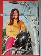 KOV 486-3 -  GIRL, CHICO, FILLE, WOMAN, MOTOR, MOTO, MOTORBIKE - Mujeres
