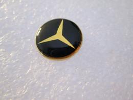 PIN'S    LOGO   MERCEDES BENZ - Mercedes