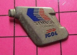 716b Pin's Pins / Beau Et Rare : Thème CARBURANTS / BIDON D'HUILE IGOL SYMBOL CERAMIC Par DECAT - Carburanti