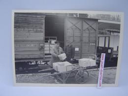P.O.C Manutention De Colis En Gare De Saint Clément - Treni