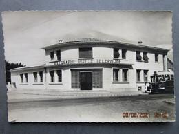 CP 33 Gironde BEGLES  - Le Bureau De Poste P.T.T. Télégraphe Poste Téléphone  - Arrêt De L'autobus  à Droite  Vers 1950 - Otros Municipios