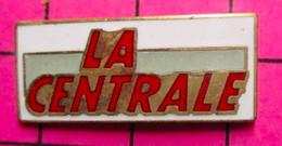 421 Pin's Pins / Beau Et Rare / THEME : MEDIAS / JOURNAL HEBDOMADAIRE REVUE MAGAZINE GRATUIT LA CENTRALE De Melun ? - Mass Media