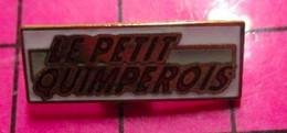 421 Pin's Pins / Beau Et Rare / THEME : MEDIAS / JOURNAL HEBDOMADAIRE REVUE MAGAZINE GRATUIT PETIT QUIMPEROIS Pluvieux ! - Mass Media