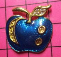 521 Pin's Pins / Beau Et Rare / THEME : ALIMENTATION / Superbe POMME EMAIL BLEU ET METAL OR - Alimentazione