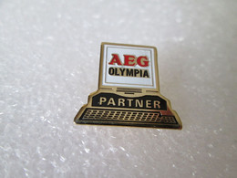 PIN'S    AEG   OLYMPIA   PARTNER - Informatica