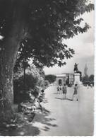 CPSM- 34 - MONTPELLIER - La Promenade Du Peyrou En 1953 - Animation  - TBE - Montpellier