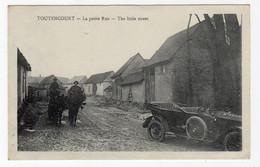 CPA - TOUTENCOURT - La Petite Rue: France Postcard (S644) - Andere Gemeenten