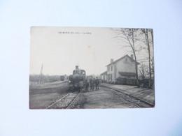 BURIE  -  17  -  La Gare  -  ( Train à L'arrêt )  -  Charente Maritime - Sonstige Gemeinden