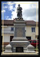 39  La  CHAUX  Du  DOMBIEF  ..  Monument - Otros Municipios
