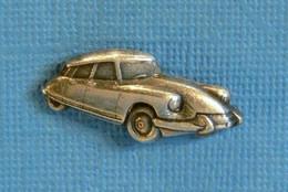 1 PIN'S //  ** CITROËN DS 21 PALLAS / '3D ** - Citroën