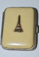 PETIT PORTE MONNAIE ART DECO 1940 BAKELITE CLAIRE TOUR EIFFEL SOUVENIR PARIS XXe Collection Vitrine Déco Souvenir VOYAGE - Souvenirs