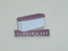 Pin's BOITE TUPPERWARE - Andere