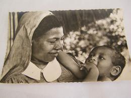 CPA - Océanie - Papouasie Nouvelle Guinée - Petite Soeur Papoue Et L'Orphelin - 1950 - SUP  (FC 86) - Papua Nuova Guinea