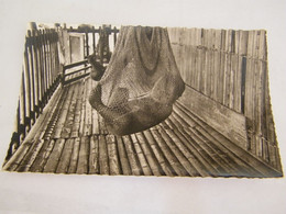 CPA - Océanie - Papouasie Nouvelle Guinée - Bébé Papou Dans Son Berceau - 1950 - SUP  (FC 88) - Papua Nuova Guinea