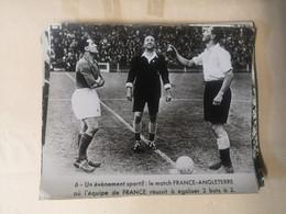 Photos Du Match De Football France-Angleterre De 1945 - Sports