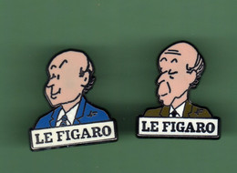 LE FIGARO *** Lot De 2 Pin's Differents *** 2112 - Mass Media