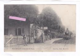 CPA :  14 X 9  -  MACHILLY  -  L'Arrivée  Du  Train - Autres Communes