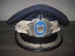Casquette Officier Superieur Milice (Roumanie époque Nicolae Ceausescu ) Insigne Métal - Headpieces, Headdresses