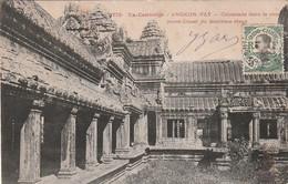 ***  CAMBODGE  *** ANGKOR VAT  Colonnade Dans La Cour TTB - Cambodja