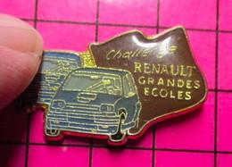 421 Pin's Pins / Beau Et Rare / THEME : AUTOMOBILES / CHALLENGE GRANDES ECOLES RENAULT - Renault