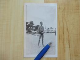 HOMME TORSE NU EN MAILLOT A LA PLAGE 1940 -  PHOTOGRAPHIE - PERSONNES ANONYMES - PERSONNE - Personas Anónimos