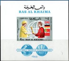 Ras Al-Khaima 1966 Queen Elisabeth Giving Rimet-cup To Bobby Moore Block MNH 2106.1015 - 1966 – England