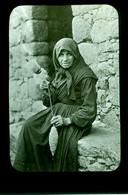 Belle Ancienne Plaque Positive Collection Thelu Corse Femme Fileuse Du Miolo La Vieille Assunta - Glasplaten
