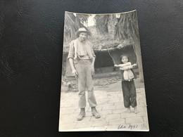 Photo - 1951 - INDOCHINE (?) Soldat Et Jeune Autochtone - Places
