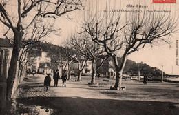 83 / LE LAVANDOU / PLACE ERNEST REYER / JOLIE CARTE - Le Lavandou