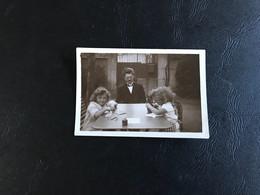 PHOTO (~1925)  Fillettes Travaux Manuels Surveillées - Anonymous Persons
