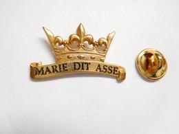 Beau Pin's Pins En Relief , Boulangerie Patisserie Marie Dit Asse , Couronne Des Rois - Alimentazione