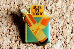 Pin's ALCOOL LIQUEUR - Gentiane SUZE & TONIC - Verni époxy - Fabricant Inconnu - Bevande