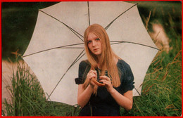 10118 Darya Mikhailova Girl Umbrella 1983 Movie Actor Film Actor Actor Actress USSR Soviet Card Clean - Acteurs