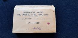 Pub Boite Carton Publicitaire Et œillère PHARMACIE MADIOT H MILLE Succ Pharmacien JUSSEY 71 Haute Saone - Boîtes