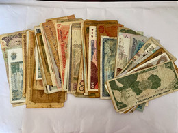 LOT  De  PLUS  De  100 BILLETS  Du  MONDE  Ayant  Circulés - Alla Rinfusa - Banconote