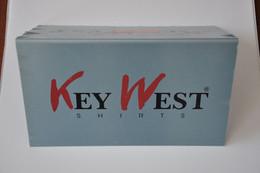 Plaque De Revendeur Neuve - 'Key West Shirts' - Plaques émaillées (après 1960)