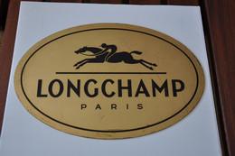 Plaque De Revendeur 'Longchamp - Paris' - Plaques émaillées (après 1960)