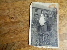 GUERRE 39/45:PHOTO CARTE D'UNE JEUNE DAME AVEC BEBE EN 1943 CACHET STALAG IV A -LESCEU JULES - War 1939-45