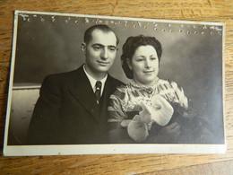 GUERRE 39/45:PHOTO CARTE D'UN  COUPLE EN 1943 CACHET STALAG IV A - - War 1939-45
