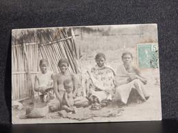Madagascar Famille Sakalave__(10792) - Madagascar