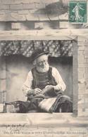 29 - Pont-L'Abbé - Le Vieux Brodeur Travaillant Dans Son Echoppe - Other
