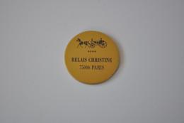 Plaque En Métal 'Relais Christine' - Plaques émaillées (après 1960)