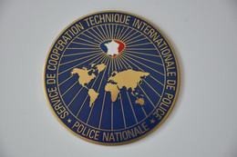Plaque 'Police Nationale - Service De Coppération Technique International' - Plaques émaillées (après 1960)