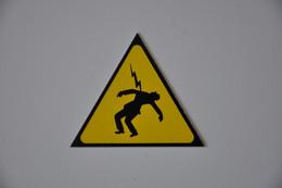 Plaque D'avertissement 'Risque D'électrocution' - Plaques émaillées (après 1960)