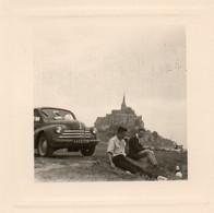 Photo  8 X 8 Cms - Hommes Et Leur 4 Cv Renault - 445 BY 28 - Mont St Michel - - Coches