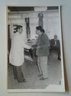 D180105 Hungary Old Photo Dr. Simon és Szalay Albert - Ki Mit Tud  I.-II.- Fok. Heim Pál Gyermekkórház  Budapest 1980 - Enteros Postales