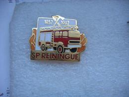 Pin's Des 60 Ans Des Sapeurs Pompiers De La Commune De REININGUE (Dépt 68)  1932 - 1992 - Pompieri