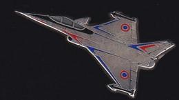 71337-Pin's -Avion.aviation.Militaire.Armée.signé Boussemart 94. - Aerei