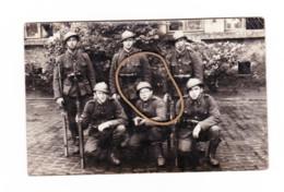 Photo Carte - Armée Belge  193...? - Militaires En Uniforme Avec Armes - (b285) - Documenten