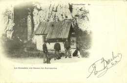 Pontarlier Les Dames Des Entreportes 3 Douaniers Devant Leur Cabane Carte éditée Par Tissot écrite En Janvier 1901 - Pontarlier